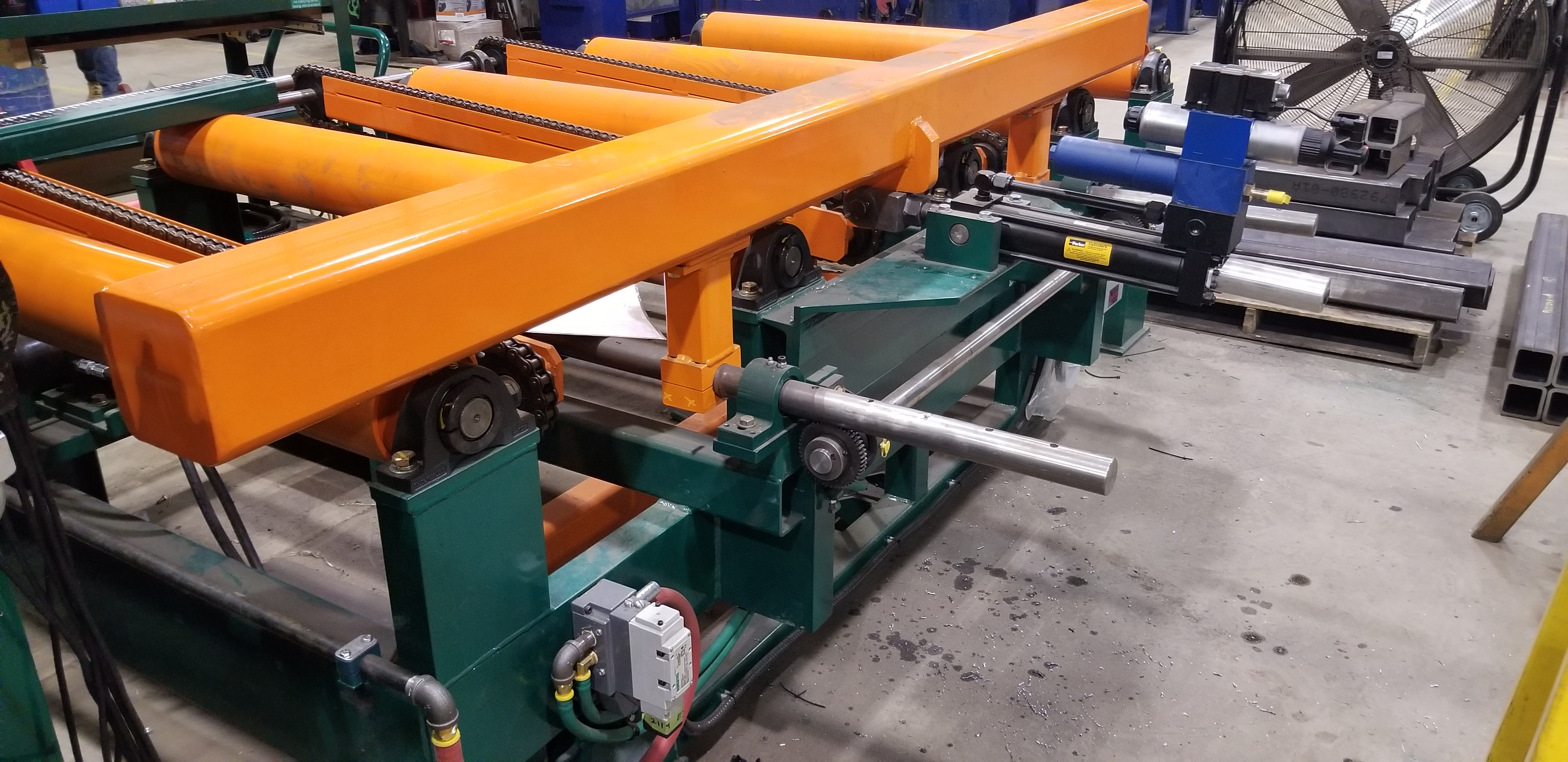 Shifting fence edger infeed table